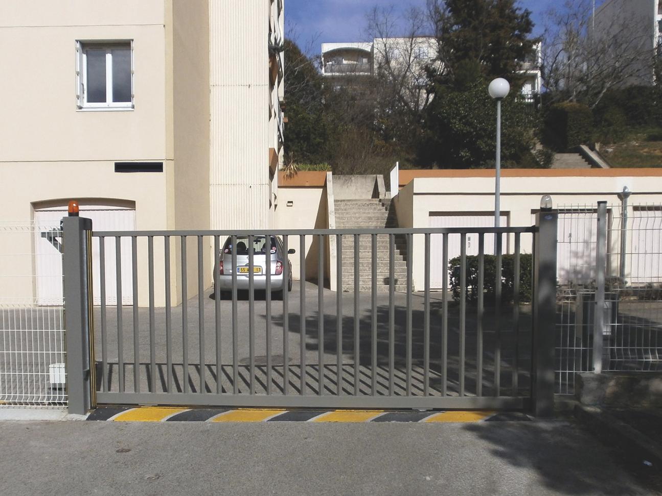 N 598 choisir un portail normes et solutions for Portail coulissant automatique